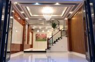 Nhà bán hẻm 7m đường Sư Vạn Hạnh Quận 10, dt ; 4.2 *13 giá 6.8 tỷ.