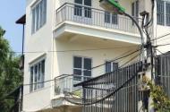 Nhà Cự Khối - Long Biên ở ngay - 3 tầng chỉ 1 tỷ 8 ô tô đỗ cửa